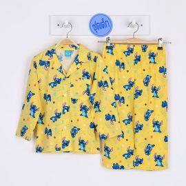 B5A1J01 Size 12 อายุ 7-8 ขวบ คอปก ลายการ์ตูนลิขสิทธิ์ Stitch ลายสติชยืนท้าวคาง พื้นสีเหลือง