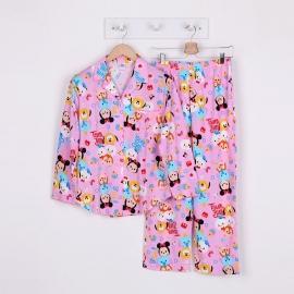 W8A1E19 ผ้ายืด คอปก ลายลิขสิทธิ์ Disney TSUM ลายรวมการ์ตูนทีซูมมินนี่น่ารักสดใส พื้นสีชมพู
